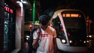 シュプリームロゴTシャツ