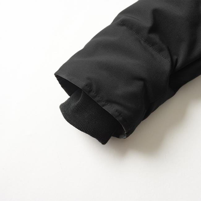袖口には手首にフィットするリブニットカフ付きで風の流入を防ぐ