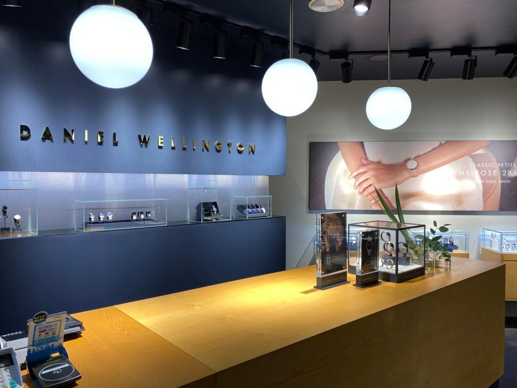 ダニエルウェリントンの直営店内装画像