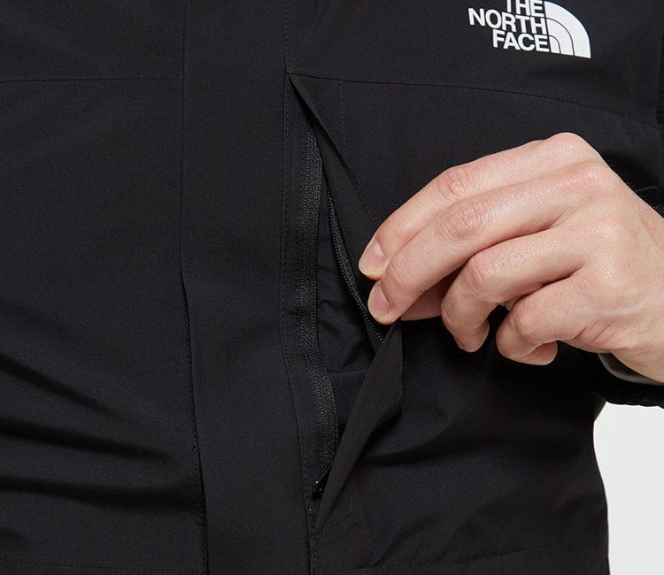 ノースフェイスクラウドジャケット左胸にはファスナー付きポケット。