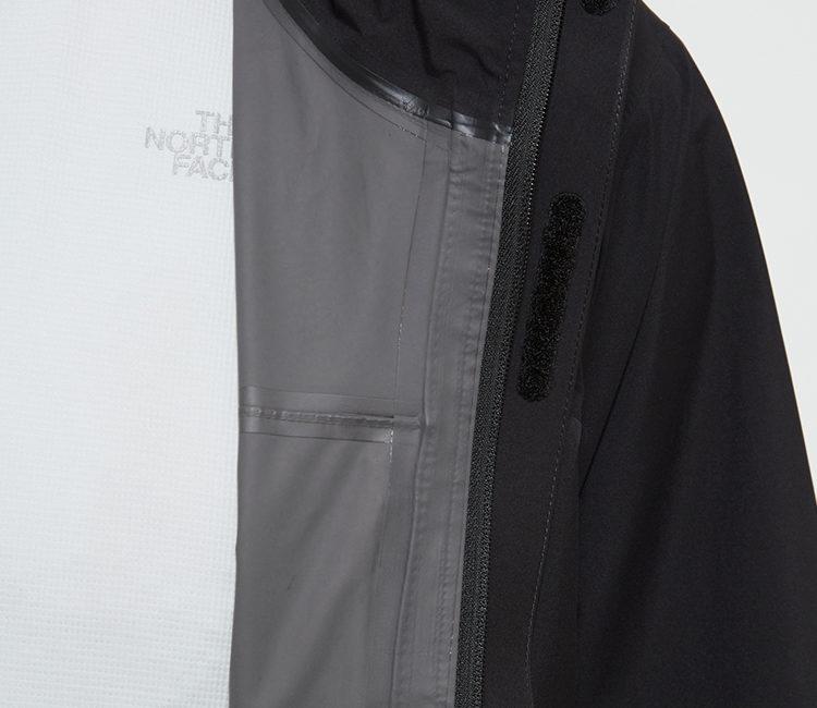 ノースフェイスクラウドジャケット防水性を高めるシームシリング加工を施した内側。